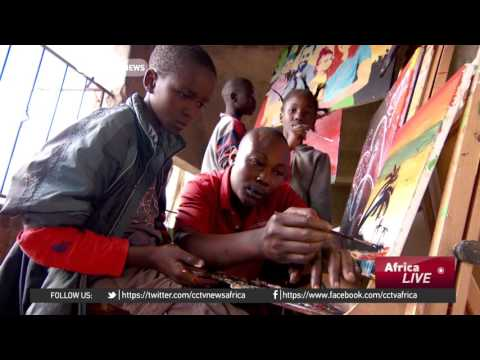 Artist inspires kids from the slum through his talent