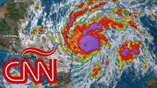 """El huracán Eta se fortalece, podría """"merodear"""" Honduras y Nicaragua durante los próximos 3 a 4 días"""