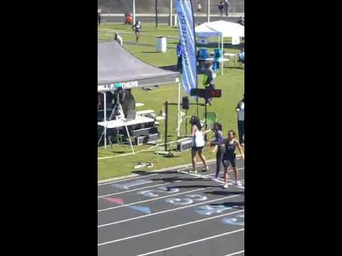 Alona Glenn running 400 meter