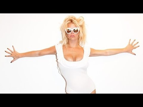 fe2deb86ef Jessica Simpson Shows Off Her Bathing Suit Body in a White-Hot One-Piece