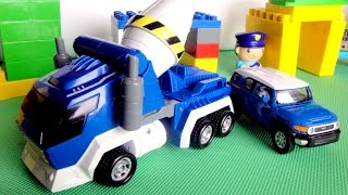 Машины и Роботы. Видео для детей. Робот - Трансформер спасает город(Смотрите видео для детей, в котором игрушечная машинка Тойота расскажет про свой город и встретится со..., 2015-10-01T20:17:44.000Z)