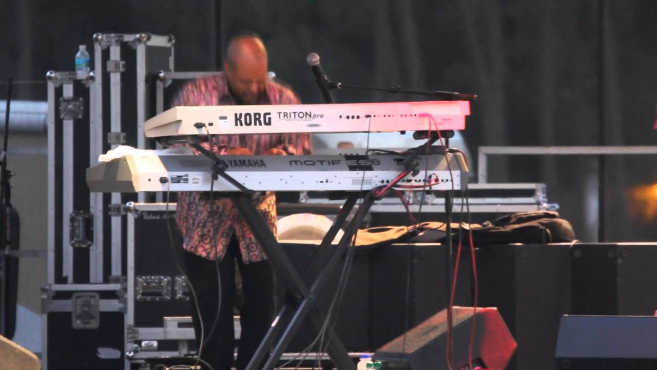 Pieces Of A Dream Performs Live