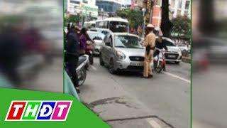 Nữ tài xế lái ô tô đẩy CSGT trên phố   THDT
