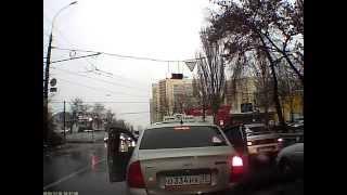 Водители в Воронеже применили друг против друга нож и баллончик
