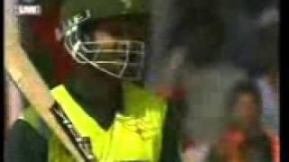 Download Video De Ghuma Ke Cricket World Cup 2011 Theme Song.3gp MP3 3GP MP4