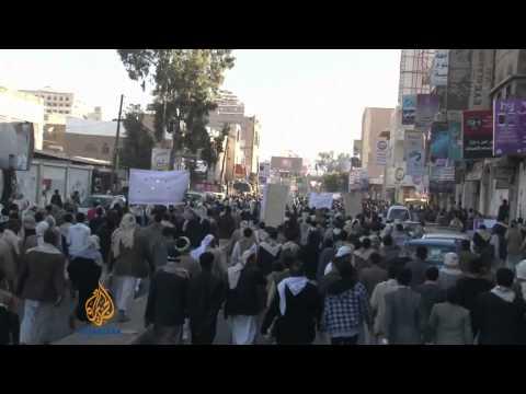 Explosion blasts through bus in Yemen