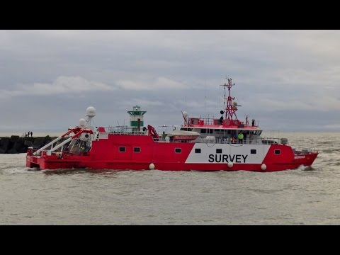 Fugro Helmert en Meridian naar zee Scheveningen 15 -1- 2017