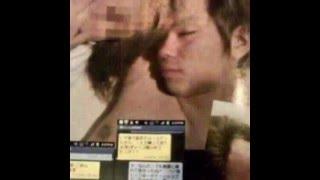 加藤が女性を腕枕して寝ている2ショット写真と、加藤の寝顔に寄ったカッ...