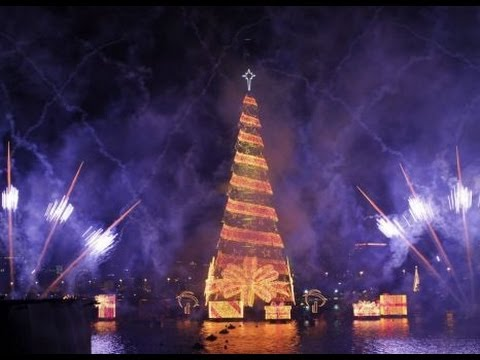 Christmas In Brazil.Brazil Illuminates World S Largest Floating Christmas Tree