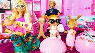 Rodzinka Barbie - Kaja dostała surprise confetti pop- bajki dla dzieci