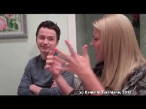 Dan Byrd & Busy Philipps Preview Travis & Laurie's 'Cougar Town' S3 Romances