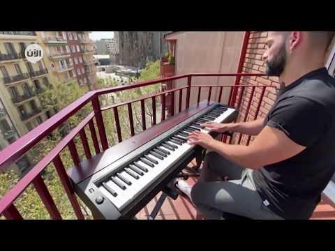 عازف بيانو في برشلونة يُطرب جيرانه بمقطوعات موسيقية من شرفة منزله  - نشر قبل 6 ساعة