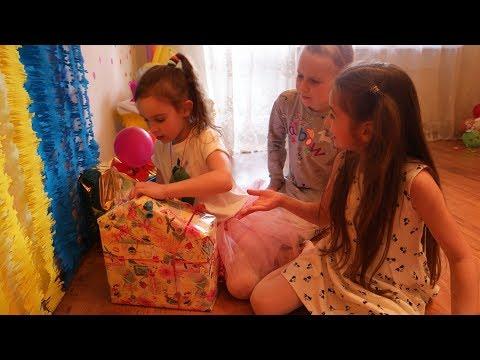 РАСПАКОВКА подарков Карины 7 лет Шопкинс Петкинс Happy Places Пляжный домик Трейлер