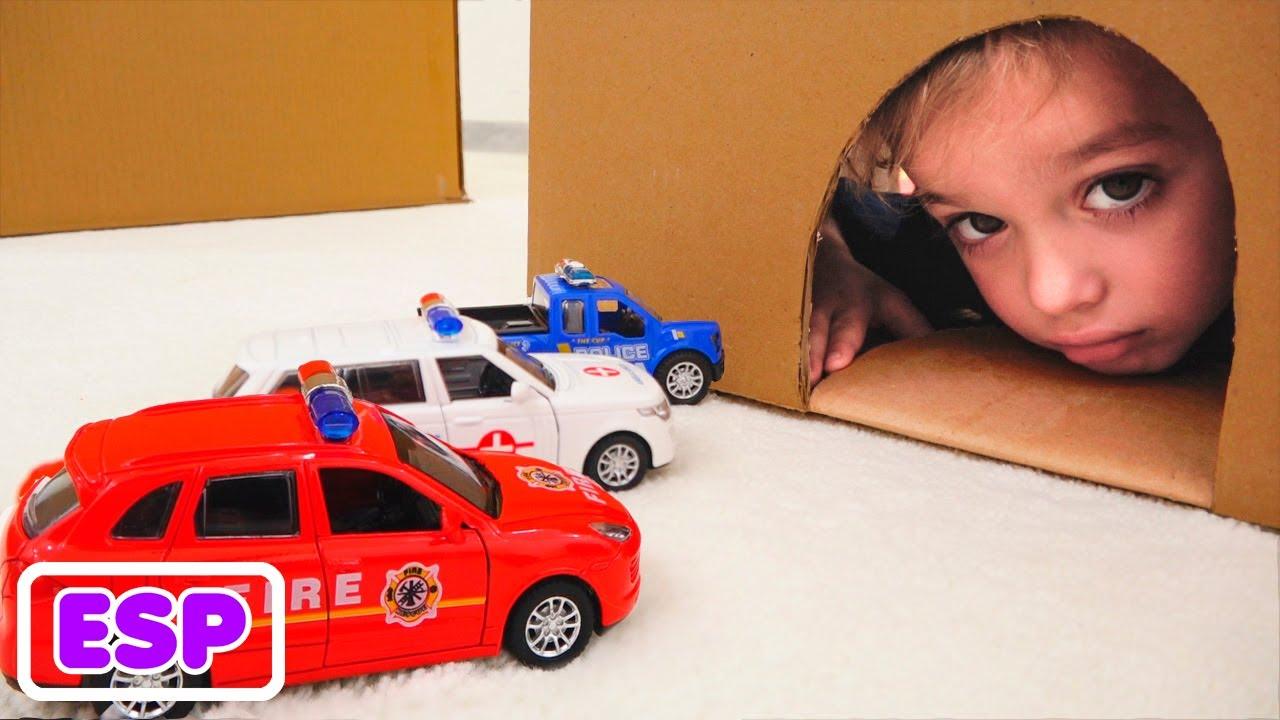 Vlad y Niki juegan con caja para coches