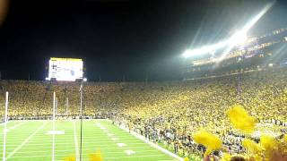 Michigan takes a Late Lead Over Notre Dame Under the Lights with Crowd Reaction