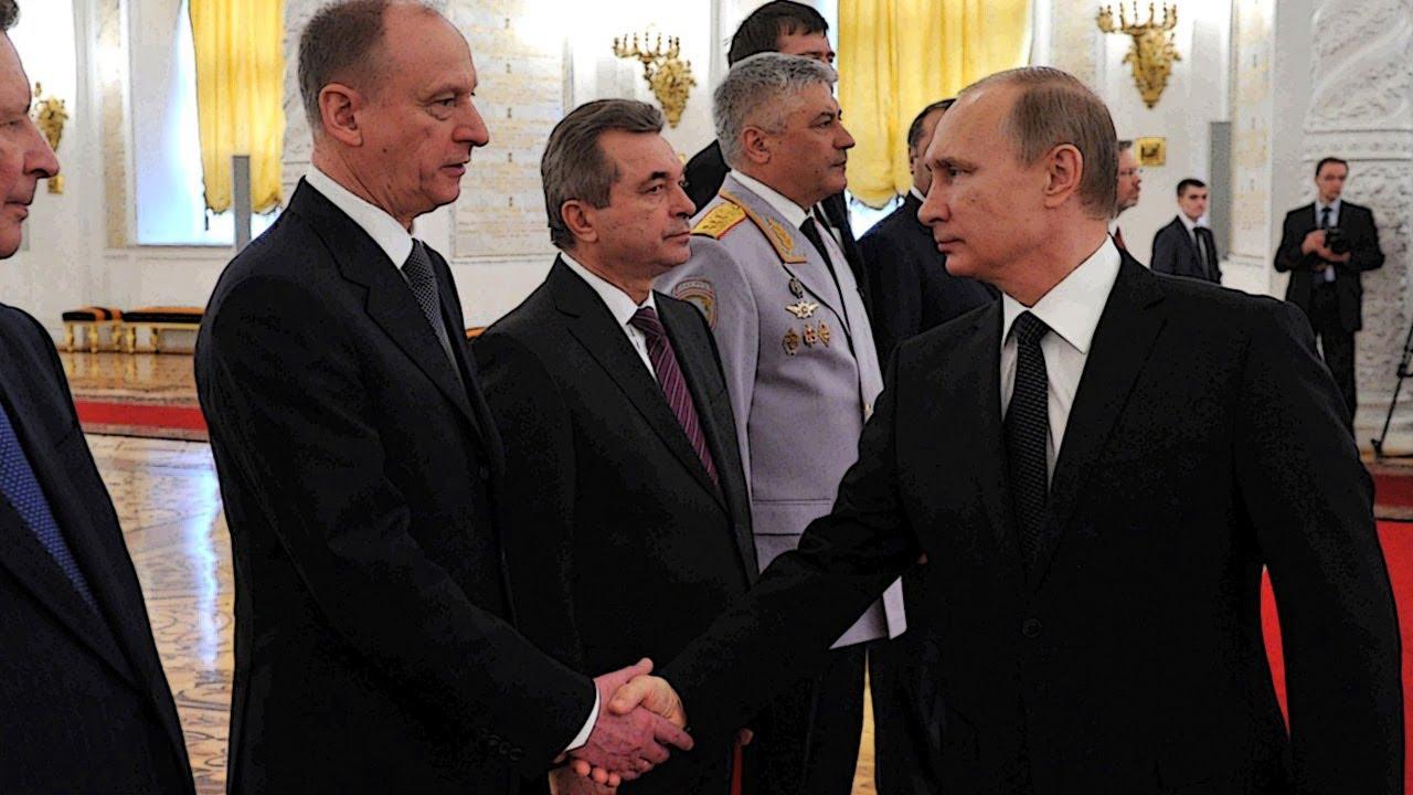 Неприкасаемых в Кремле больше нет. Россия как черная дыра.