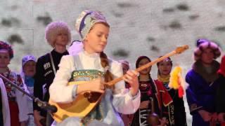 Александра Киселева из Атырау (казахская домбра)