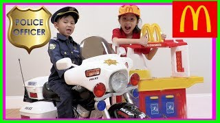 Pretend Play Police at McDonalds for free Toys