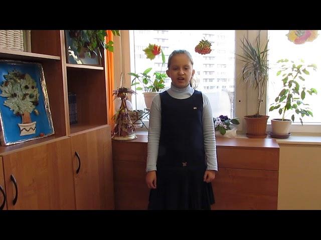 Изображение предпросмотра прочтения – СофияЗахарова читает произведение «Бежит тропинка с бугорка» М.И.Цветаевой