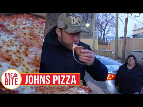 Barstool Pizza Review - John's Pizza Restaurant (Naugatuck, CT)