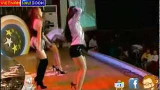 Clip Sock Ngân Khánh hát nhép