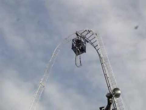 Juan bungee jumping
