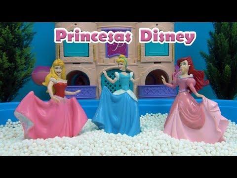 Princesas Disney Piscina de Surpresas - Disney Princess in the Pool