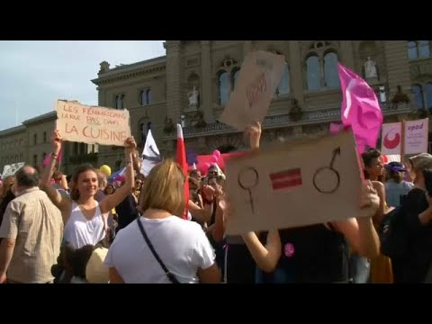 نساء سويسرا يطالبن بالمساواة في الأجور  - نشر قبل 5 ساعة