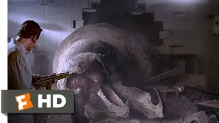 Tremors (8/10) Movie CLIP - The Wrong Rec Room (1990) HD