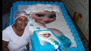 Bolo Elsa  Frozen com trança de chantilly e  papel arroz