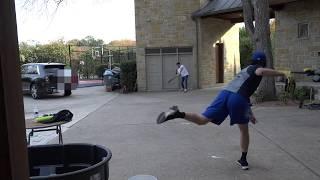 庭野球でテンションが上がってしまうおじさん2人。左投げ