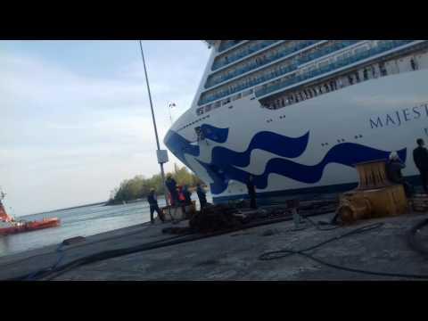 MAJESTIC PRINCES CRUISES parte dal cantiere navale di monfalcone verso Trieste