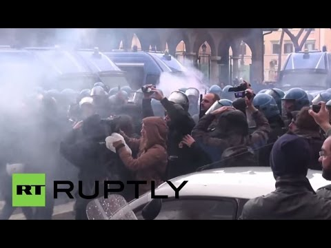 "LIVE: National strike in Rome against ""jobs act"""
