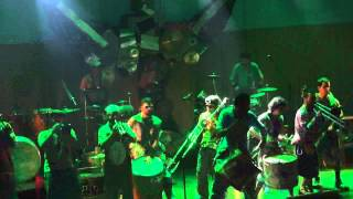 "Orquestra Voadora - ""A Praieira"" (Circo Voador)"