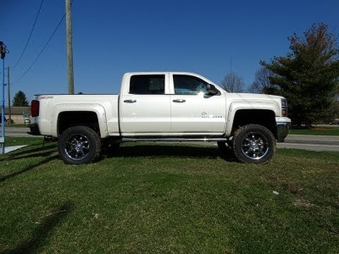 ARE VSeries Shell and BedRug On 2014 Chevy 1500 Crew Cab