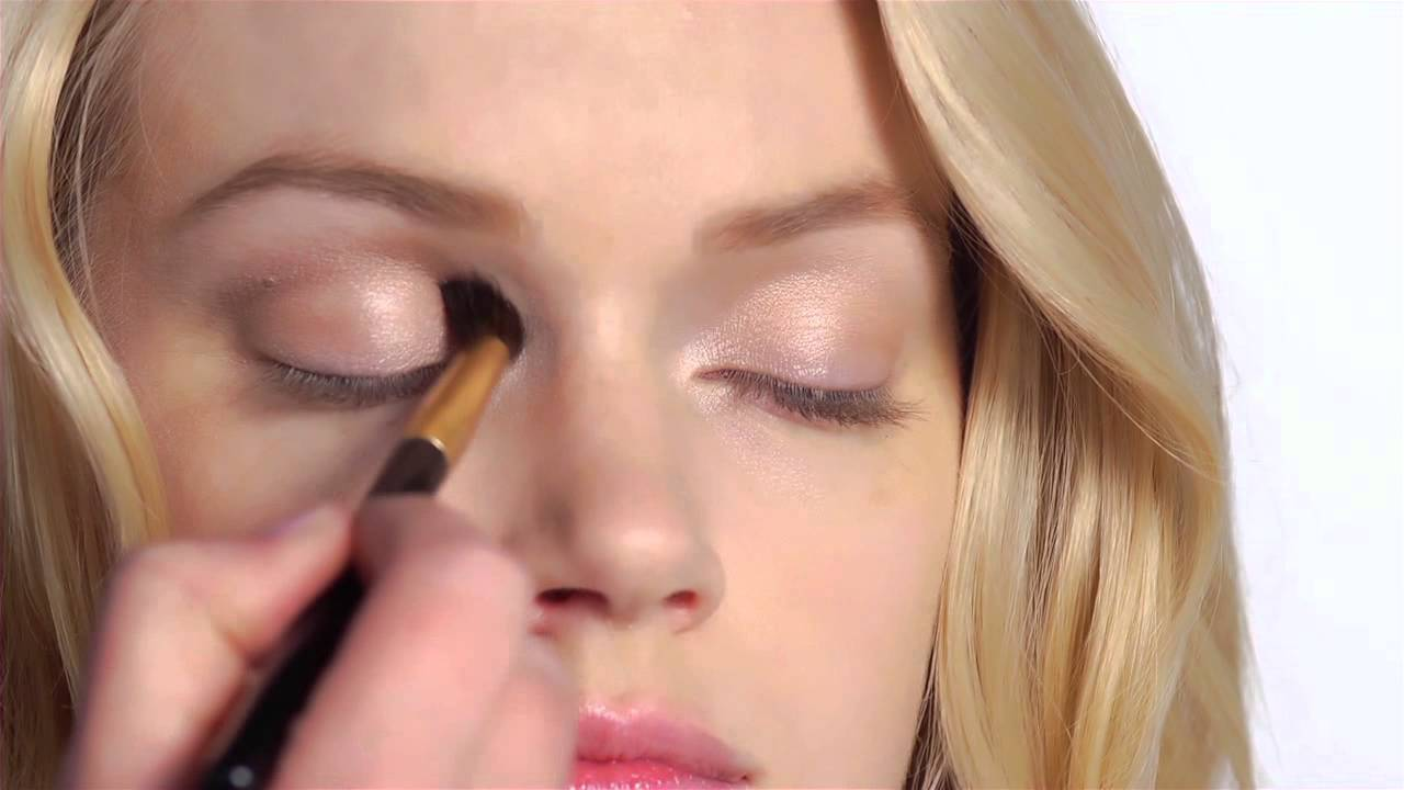 Get The Look The Bombshell Look Perfected By Victorias Secret