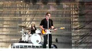Bruce Springsteen Bergen 2009-06-09 Johnny 99 filmed from the pit - totally upclose - dubbed audio