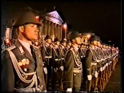 Großer Zapfenstreich der Nationalen Volksarmee (NVA) (In voller Länge)