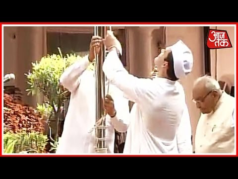 Congress Vice President Rahul Gandhi Unfurls Indian Flag At Party Headquarters