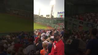 """Red Sox and Mets fans unite for """"Sweet Caroline"""" and """"Yankees Suck"""""""