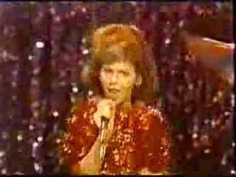 Stacy Ferguson (Fergie / Kids Inc.) sings Dance To The ...