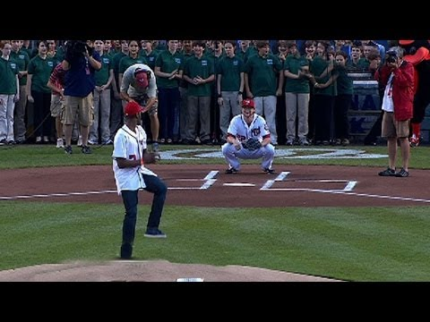 John Wall throws out hilariously bad first pitch