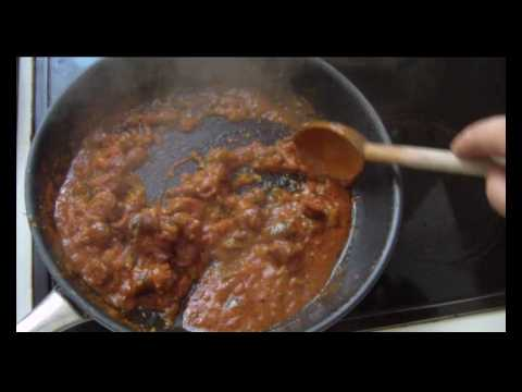 Cuisine tunisienne ojja aux merguez youtube for Cuisine tunisienne