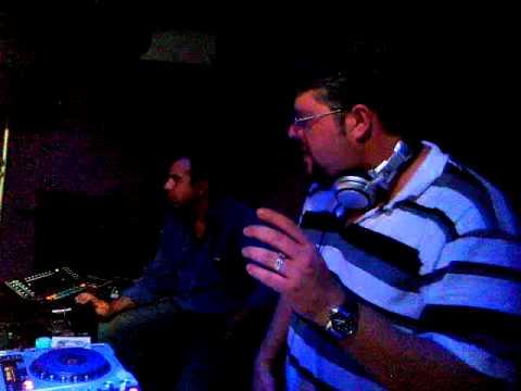 Dj Roger P.A. tocando no clube A LOCA