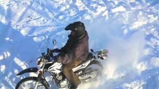 karda motosiklet süren adam MotosikletAksesuarlari.com MotosikletAksesuarlari.com 'da