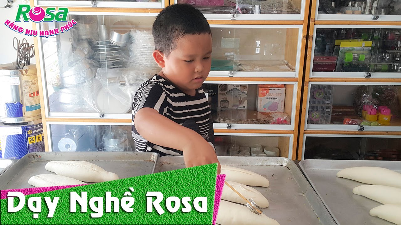 Bé  Long 5 tuổi làm bánh mì Việt Nam – Baby 5 years old making Vietnamese sandwich