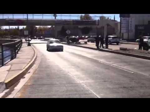 Brinca camellón de La Cantera y choca contra otro vehículo