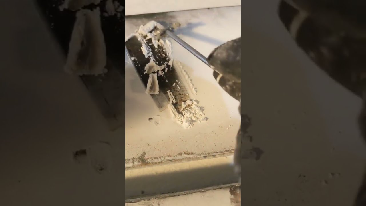 Oddly Satisfying Ice / Snow Scraping (2021)