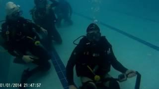 Обучение Дайвингу в бассейне. Отработка снятия груза. Open water diver. PADI
