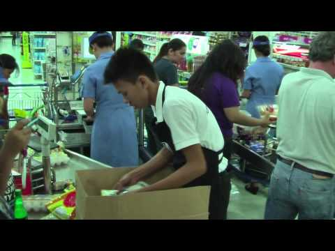 Service in the supermarket Manila / Philippines